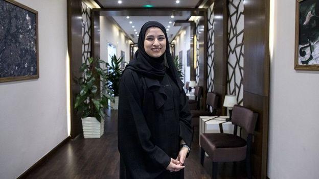 سارة الأميري قائدة فريق البعثة الفضائية وهي أيضا وزيرة في الحكومة الإماراتية
