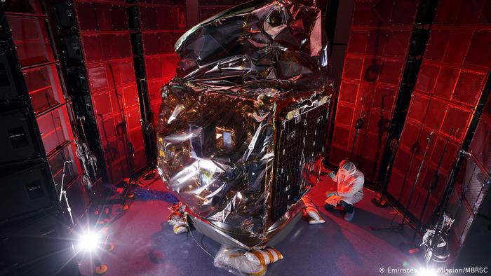 مسبار الأمل من الإمارات الي المريخ في مهمة استكشافية