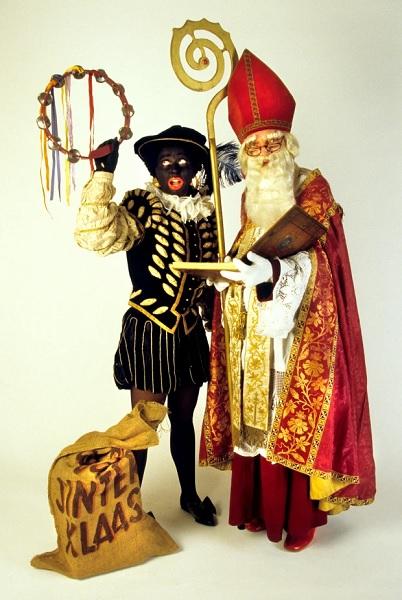 بلاك بيت هو صديق لـ Sinterklaas ، النسخة الهولندية من القديس نيكولاس ، شخصية تشبه سانتا تقدم هدايا للأطفال في أوائل ديسمبر