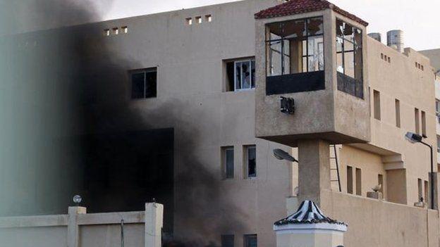 تعرضت مراكز للشرطة للاقتحام خلال احداث يناير 2011
