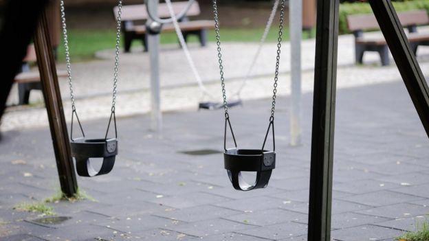 تأسست صفحة مماثلة في رومانيا التي تشهد معدلات مرتفعة لاختفاء الأطفال