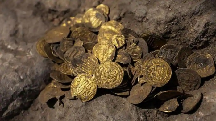 العملات الذهبية عثر عليها في وعاء من الفخار