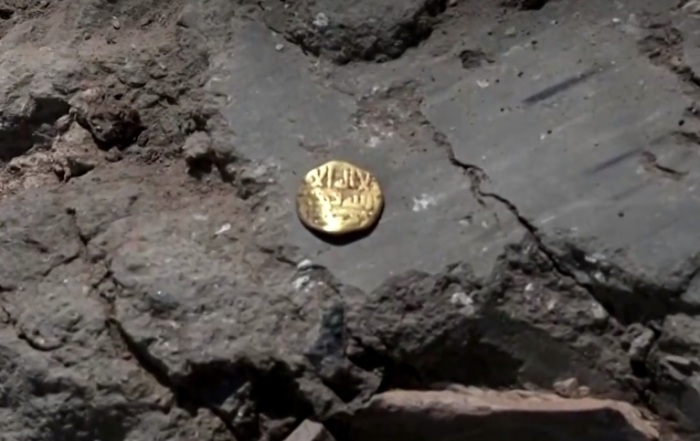 كنز من العملات الذهبية عيار 24 قيراط منذ الخلافة العباسية عثر عليه في وسط إسرائيل