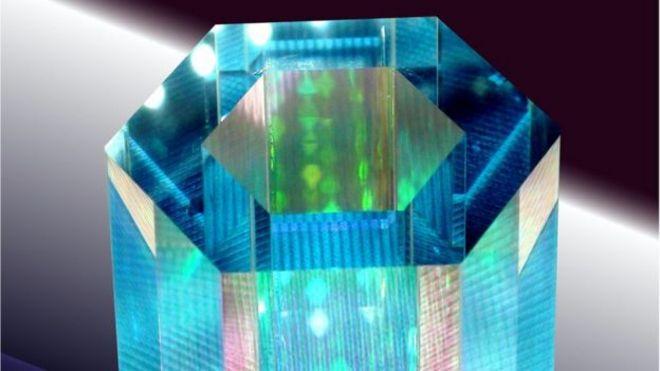 ذرات الروبيديوم المحايدة تحصر في علبة زجاجية