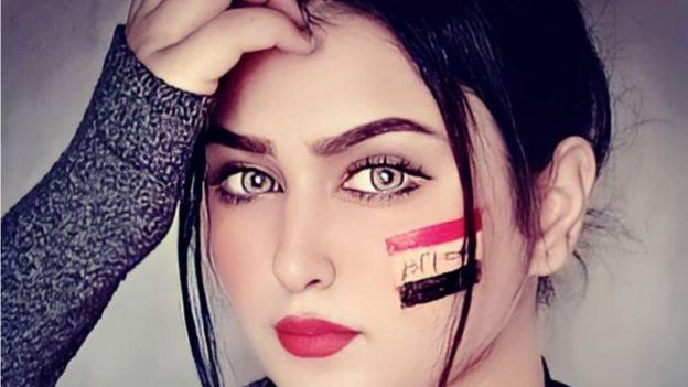 اسم مشمشة الحقيقي هو محبّة، ولدت في العراق ثم تنقلت بين سوريا والأردن وأستراليا