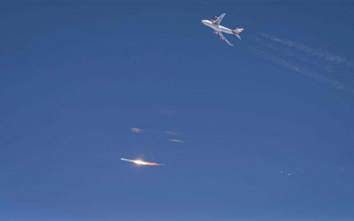 أطلقت فيرجن جالاكتيك أول صاروخ لها من طراز LauncherOne وقد إنفجر محركه بعد إطلاقه من طائرة حاملة بوينج 747 خلال أول محاولة إطلاق مدارية للشركة في 25 مايو