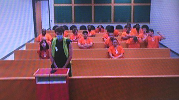 مثل قرصان شركة تويترجراهام كلارك (17 سنة) من تامبا أمام المحكمة عبر دائرة فيديو من سجن مقاطعة هيلزبره. وتقول السلطات إنه يواجه 30 تهمة تتعلق باختراق حسابات تويتر