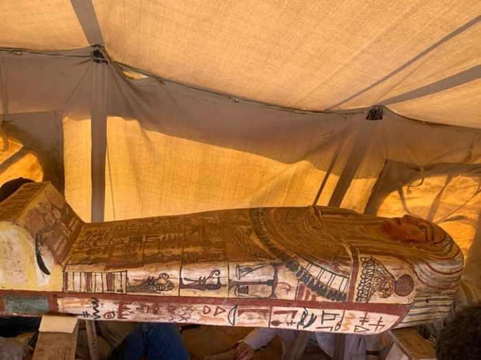 واحد من 27 تابوتًا جديدًا تم اكتشافه في منطقة سقارة - مصر