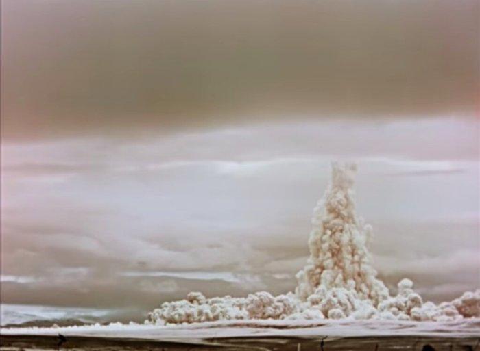 صورة ثابتة من فيلم وثائقي مدته 30 دقيقة كان سريًا سابقًا عن أكبر قنبلة هيدروجينية تم تفجيرها على الإطلاق.