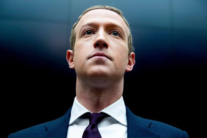 مارك زوكربيرج الرئيس التنفيذي لشركة فيسبوك خلال زيارته لمجلس النواب الأمريكي العام الماضي