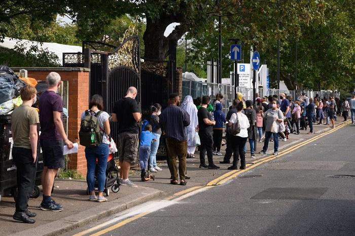 طوابير في انتظار الخضوع لاختبار فيروس كورونا في لندن أكتوبر 2020