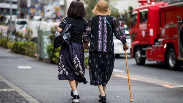 شيخوخة سكان اليابان أدت إلى تعزيز الاستثمار في الروبوتات