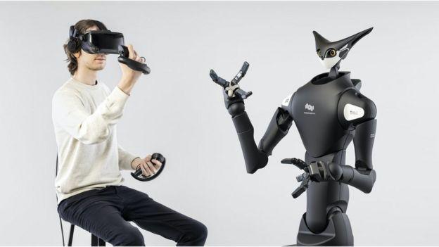 يمكن لعنصر بشري واحد التحكم في أكثر من روبوت في أماكن مختلفة