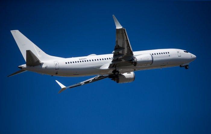 تم حظر طائرة بوينج 737 ماكس في جميع أنحاء العالم لمدة 20 شهرًا بعد حادثين مميتين.