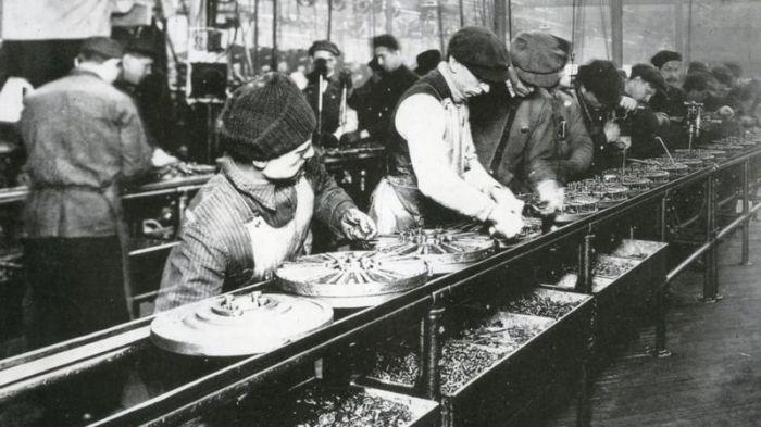 وضعت شركة فورد برنامجا لمراقبة الحالة الصحية للموظفين منذ 100 عام، لكن العاملين في النهاية عارضوا البرنامج
