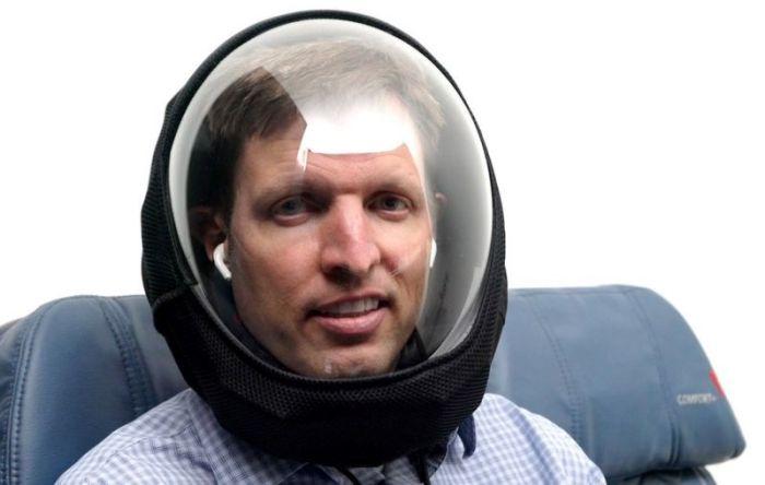 """يعتقد مايكل هول أن خوذات مثل خوذته """"آير"""" سوف تستمر حتى بعد فيروس كورونا"""