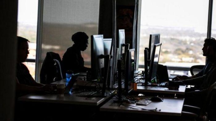 """يقول مشرفو المحتوى إن لديهم """"أكثر الوظائف وحشية"""" في فيسبوك"""
