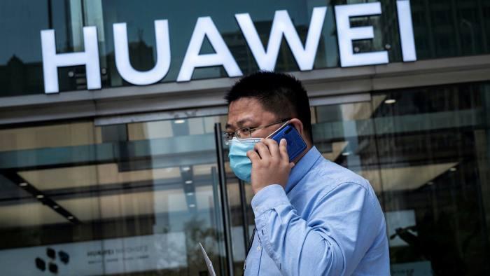 جادلت حكومة الولايات المتحدة لأكثر من عقد من الزمان بأن معدات البنية التحتية للاتصالات من هواوي يمكن أن تشكل تهديدًا أمنيًا
