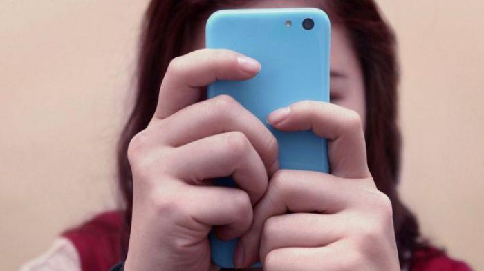يتعرض الصغار لتحديات كثيرة أثناء استخدام شبكات التواصل الإجتماعي