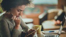 الساعات الطويلة التي نقضيها في التعامل مع الموبايل قد تسبب الإدمان