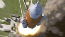 كيف سيبدو صاروخ ناسا العملاق SLS عند إطلاقه في رحلة الي القمر