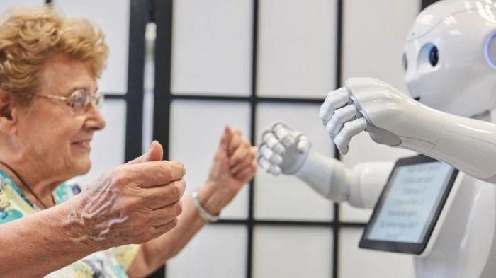 """جرى تصميم روبوت يحمل اسم """"بيبر"""" للتفاعل مع كبار السن"""