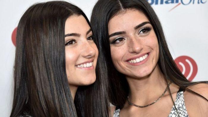 شارلي داميليو (يسار) مع أختها ديكسي