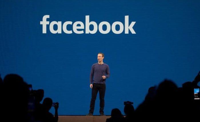 تتهم أبل شركة فيسبوك بأنها تتاجر ببيانات المستخدمين الشخصية