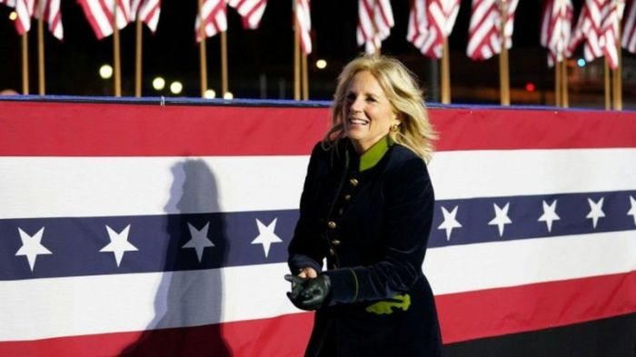 تحمل جيل زوجة جو بايدن الرئيس الأمريكي المنتخب درجتي ماجستير ودرجة دكتوراه في التربية