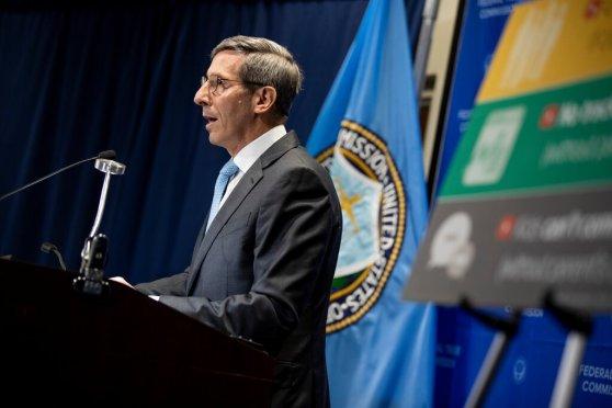 جو سيمونز ، رئيس لجنة التجارة الفيدرالية، التي كانت تحقق مع فيسبوك منذ العام الماضي