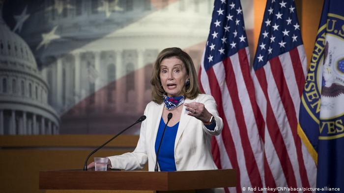 رئيسة مجلس النواب الأمريكي الديمقراطية نانسي بيلوسي.