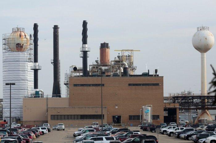 مصنع لتصنيع فايزر في مدينة كالامازو، بولاية ميتشيجان، الولايات المتحدة