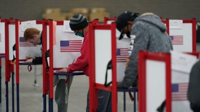 لجنة إقتراع في الانتخابات الرئاسية الأمريكية