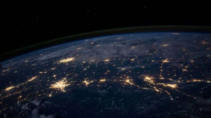 تمثل شبكات الكهرباء والطرق السريعة وشبكة الإنترنت، نماذج للمشروعات هائلة الحجم، التي نعتبر أن وجودها حولنا أمر مسلم به