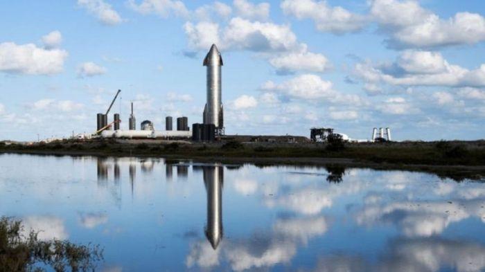 """صاروخ """"ستارشيب"""" يستعد للإطلاق التجريبي بالمحطة التابعة لشركة """"سبيس إكس"""" في بوكا تشيكا، بولاية تكساس، في ديسمبر 2020"""