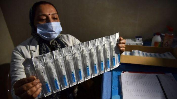 وافقت الهند رسميا على الاستخدام الطارئ للقاحين من لقاحات فيروس كورونا