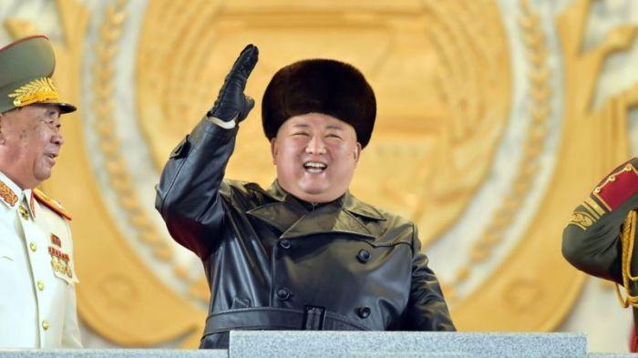 أشرف الزعيم كيم جونج أون على العرض العسكري