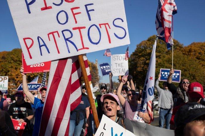 احتشد أنصار الرئيس ترامب في هاريسبرج ، بنسلفانيا ، ابتعد العديد من المحافظين عن فيسبوك و تويتر منذ الانتخابات الرئاسية الأمريكية في نوفمبر 2020
