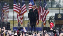 الرئيس ترامب في التجمع الحاشد يوم الأربعاء 6 يناير 2021 الذي تسبب في هجوم أتباعه على مبنى الكابيتول