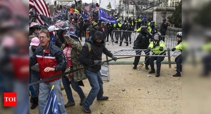 أندلع العنف في مبني الكايتول هيل بعد خطاب ترامب التحريضي أمام حضود من مؤيديه يوم الأربعاء 6 يناير 2021