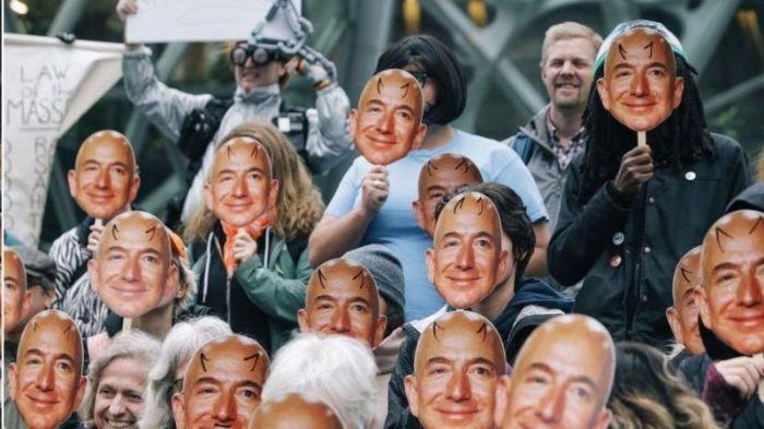كانت هناك احتجاجات ضد برنامج التعرف على الوجه الذي طورتها أمازون لكن جاسي دافع عن استخدامه