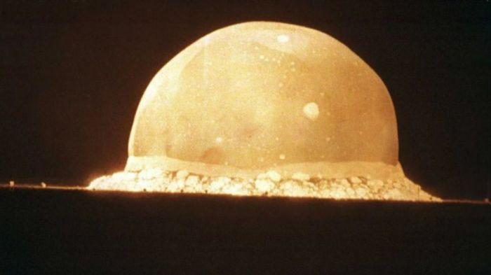 شكلت أول عملية تفجير قنبلة ذرية بداية حقبة خطيرة في تاريخ البشرية
