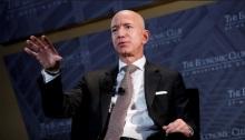 جيف بيزوس مؤسس شركة أمازون عملاق التجارة الإلكترونية والخدمات السحابية