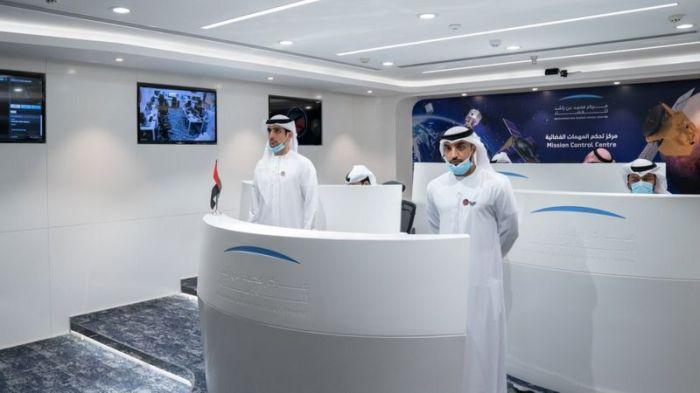 يجري التحكم في المهمة في مركز محمد بن راشد للفضاء في دبي