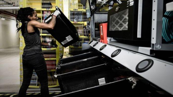 مستودعات أمازون تديرها اجهزة كمبيوتر