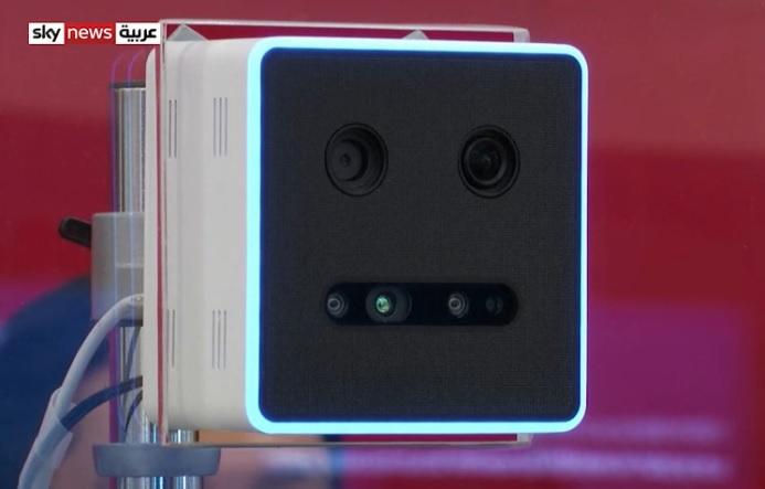 الجهاز المستخدم لمسح بصمة العين في مطار دبي الدولي