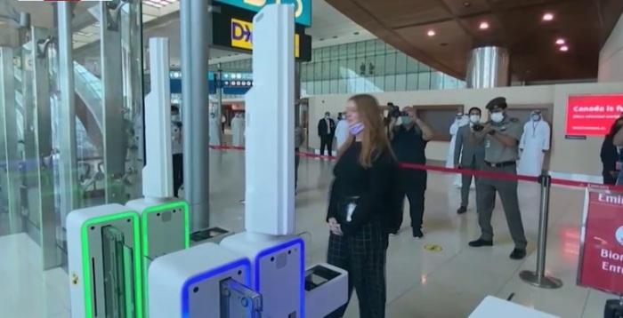 البوابات الذكية الحديثة في مطار دبي الدولي