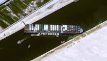 صورة بالأقمار الصناعية لناقلة الحاويات العملاقة وهي تغلق تماما المجري الملاحي لقناة السويس