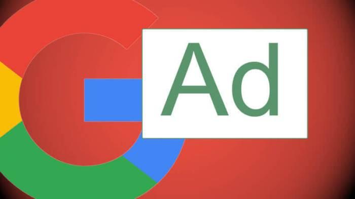 تعرضت جوجل لإنتقادات شديدة بسبب إنتهاك خصوصية المستخدمين لخدمة قطاع الإعلانات الإلكترونية للشركة