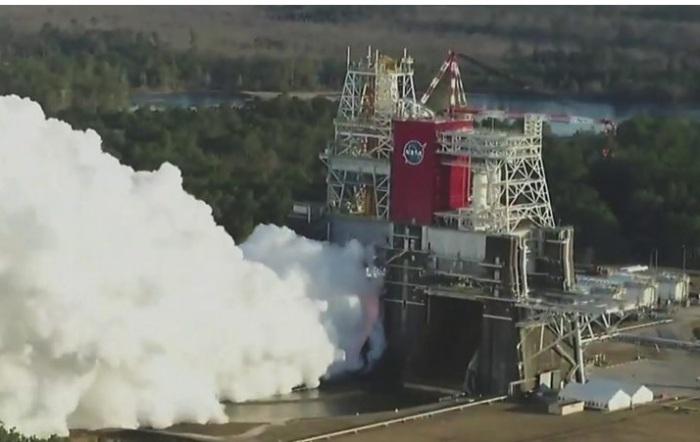 تم إطلاق المحركات الأربعة الرئيسية في انسجام تام لأول مرة ، ولكن كان لا بد من إغلاقها مبكرًا بعد دقيقة واحدة